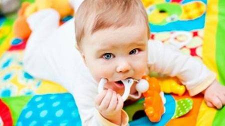 生後4ヶ月 遊び おもちゃ 散歩