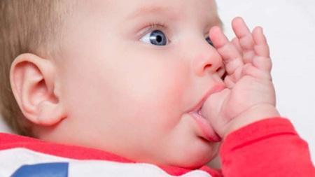 生後3ヶ月 指しゃぶり おしゃぶり