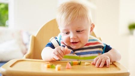 1歳 離乳食 食べない 体重増えない