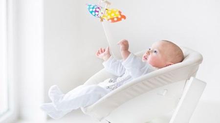 生後1ヶ月 遊び おもちゃ 散歩