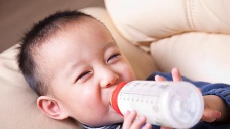 生後10ヶ月 ミルクの量 授乳量