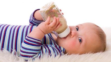 生後8ヶ月 ミルクの量 授乳量