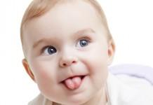 赤ちゃんの舌を出す仕草で知っておきたいこと