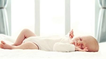 赤ちゃんの体温を奪う扇風機