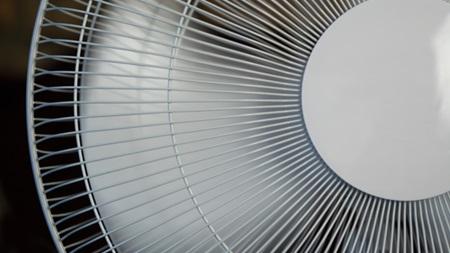 扇風機で室温を下げる