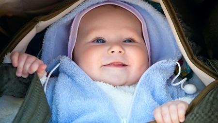 赤ちゃんの日焼けを防ぐ服装は?