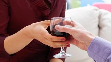 授乳中のアルコールの影響