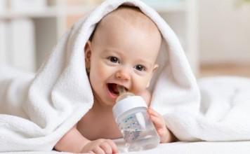 赤ちゃんの水は何がいいの?悪いの?いつから?