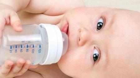 赤ちゃんにお水を飲ませる時期はいつから