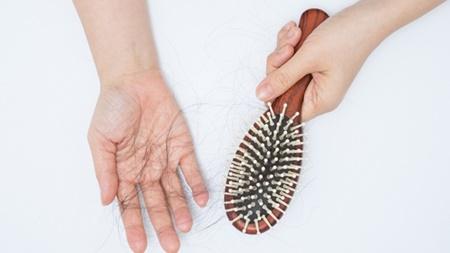 産後に抜け毛が起きる原因 理由