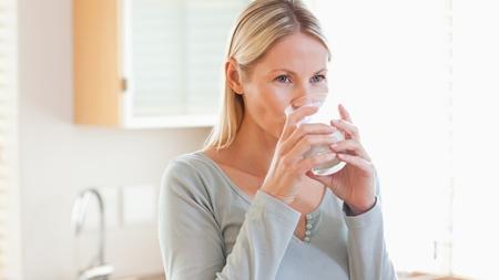 お茶やジュースは水分補給にならない?