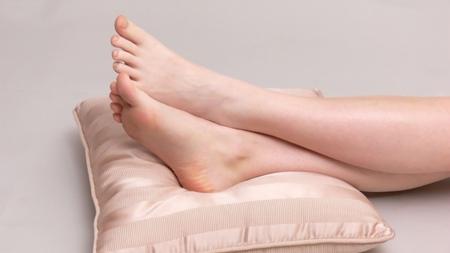 脚を高くして寝る