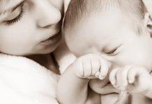 赤ちゃんの寝ぐずりで知っておきたいこと 原因は?対処方は? など