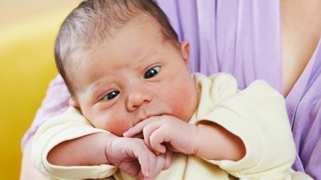 赤ちゃんの寄り目の特徴について
