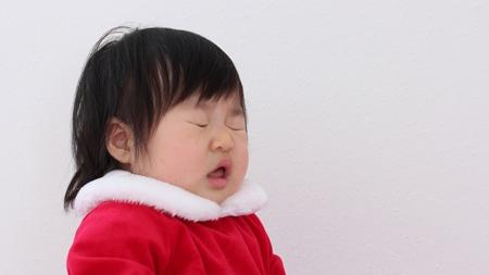 赤ちゃんのくしゃみの原因とは?