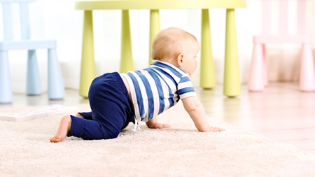 赤ちゃんの伝い歩きが遅い理由とは?