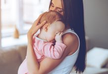 赤ちゃんが目をこするときに知っておきたいこと 原因 病気 アレルギー 症状 対処方法
