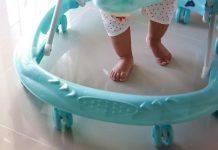 赤ちゃんの歩行器を使うときに知っておきたいこと  いつから?必要?不必要  様々な意見  注意点など