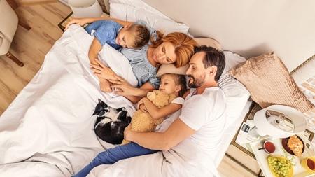 赤ちゃんとの添い寝はいつまで続ける?