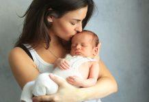 赤ちゃんの抱っこ(抱き方 抱っこ紐など)で知っておきたいこと