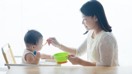 離乳食の内容を検討、変更し様子を見る