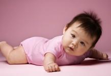 赤ちゃんの寝返りについて知っておきたいこと