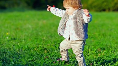 赤ちゃんの足の機能発達について