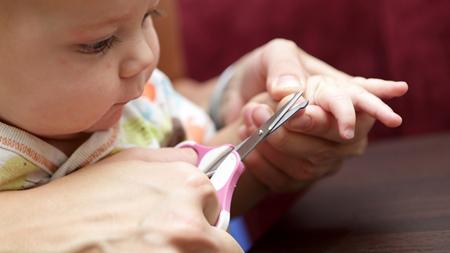 赤ちゃんの爪はいつ切ると上手に切れる?