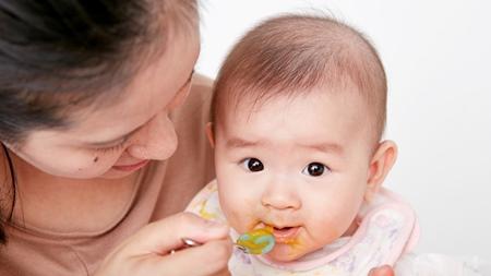 離乳食を始めるタイミング