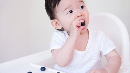 赤ちゃんの手づかみ食べの特徴とは?