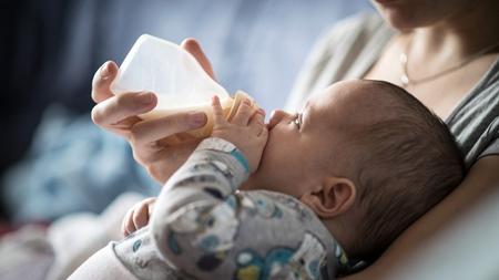 母乳やミルクの飲ませ過ぎ