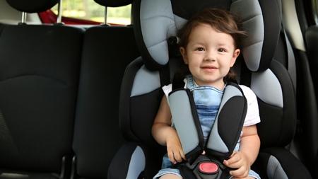 幼児用チャイルドシートの特徴と着用上の注意事項