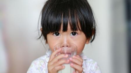 赤ちゃんに牛乳をあげるのはいつから?