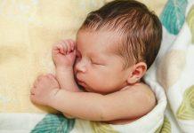 赤ちゃんの寝汗が気になるときに知っておきたいこと 原因 寝汗対策 着替え 室温 など