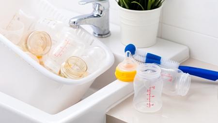 哺乳瓶の消毒はいつまで続ける?