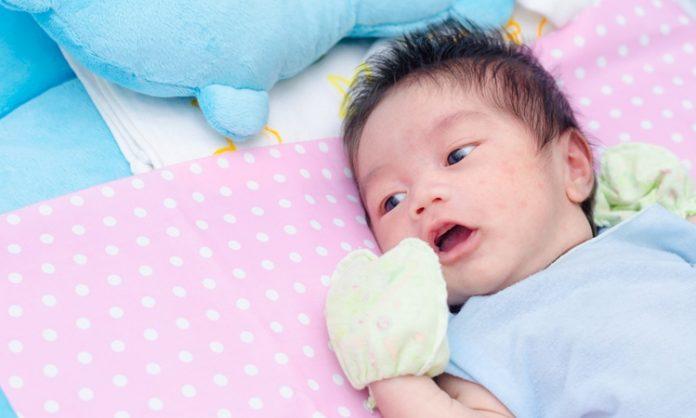 赤ちゃんが顔をこするときに知っておきたいこと