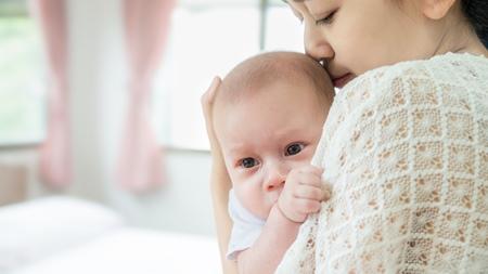 赤ちゃんの抱き方を工夫する