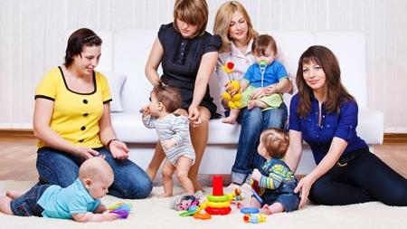他の赤ちゃんと遊ぶ機会をつくる