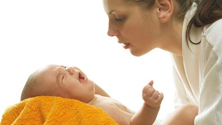 赤ちゃんの夜泣きやかんしゃくは疳の虫のせい?