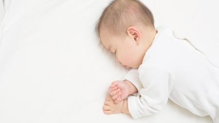 赤ちゃんの寝相が悪い原因とは?