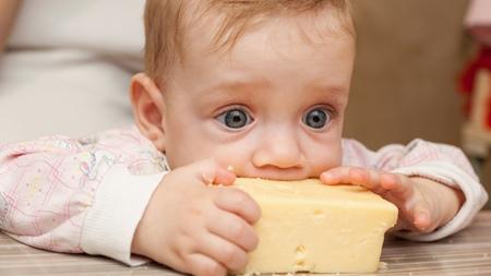 赤ちゃんの離乳食の進め方とチーズのあげ方