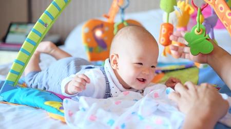 赤ちゃんの遊びは月齢に合わせて行う