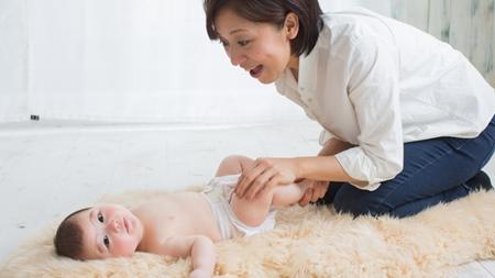 生後1ヶ月から2ヶ月目の赤ちゃんとのスキンシップ