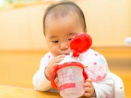 赤ちゃんの水分補給について知っておきたいこと いつから 時間 量 種類 タイミング やり方 注意点 など