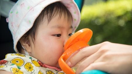 麦茶を赤ちゃんにあげる場合