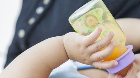 赤ちゃんに果汁をあげる場合