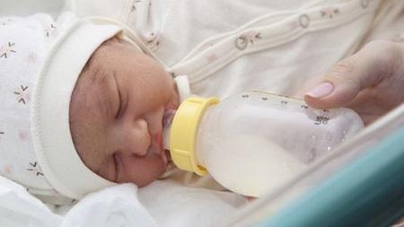 新生児の赤ちゃん飲まない