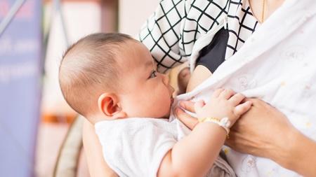 母乳・ミルクが首のしわに溜まる