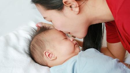 赤ちゃんの頭皮の臭いの原因とは?
