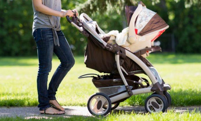 赤ちゃんの散歩について知っておきたいこと いつから 時間帯 時間 ベビーカー